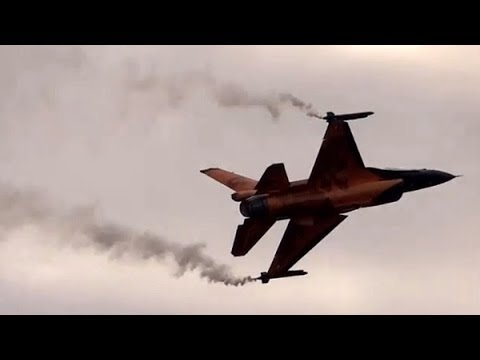 F16 Demo Royal Netherlands Air Force - display - air show NATO DAYS 2012