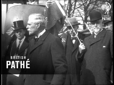 leeds-presents-plane-to-india-(1917)