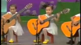 Виртуозы.  Малыши-гитаристы из КНДК. Просто чудо какие лапочки!
