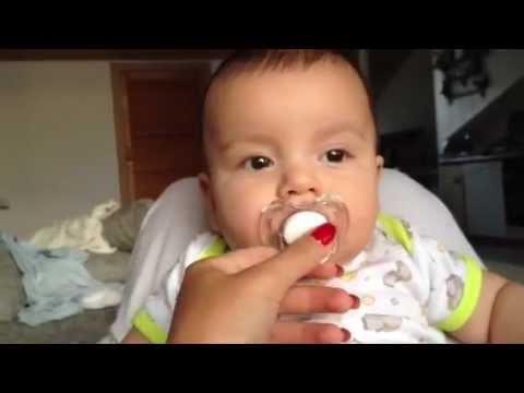 3 monate baby liebt ihren schnuller youtube. Black Bedroom Furniture Sets. Home Design Ideas
