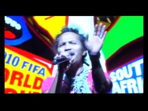 IPANG SINGING  WAVIN FLAG COCA-COLA at HARD ROCK CAFE JAKARTA