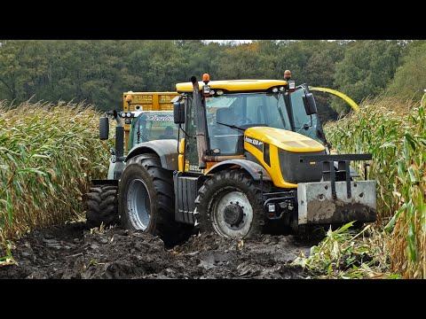 John Deere 6850   JCB Fastrac 8250 Vario   Harvesting mais in the mud   Kroes   NL.
