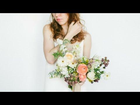 Mayesh Design Star: Hand-Tied Bouquet