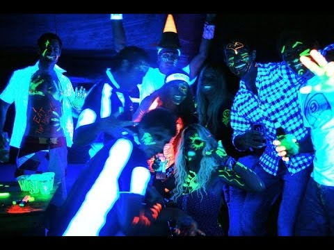 How to set up a blacklight glow party