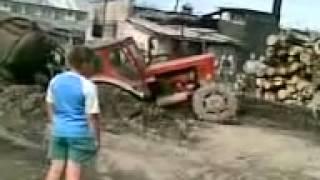 Wyciąganie zagrzebanego ciągnika - JEST MOC