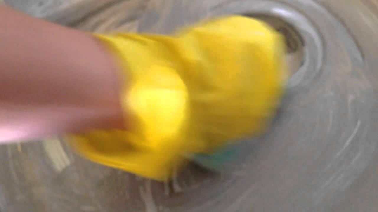 Как выдуть яйцо с помощью шприца - YouTube