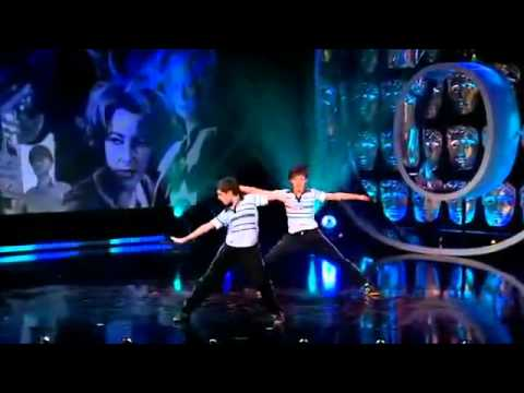 Billy Elliot, el musical - Los 15 Billy Elliots bailando ELECTRICITY