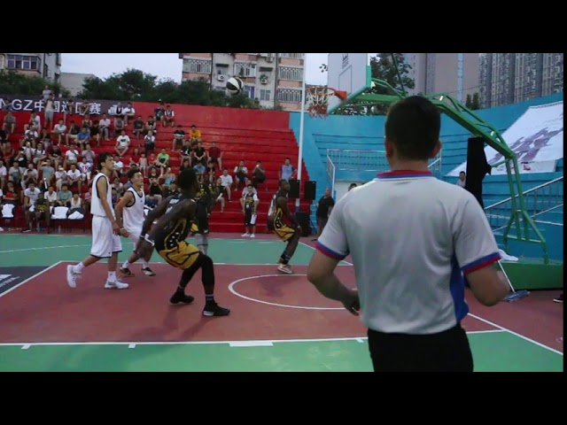 Doug Anderson catches a Very Rare Dunk with Court Kingz in China!