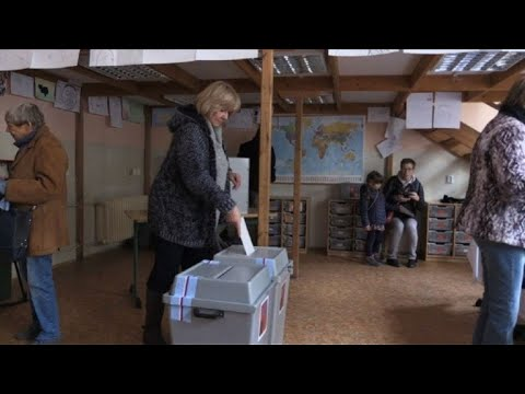 Polling stations open in Czech election