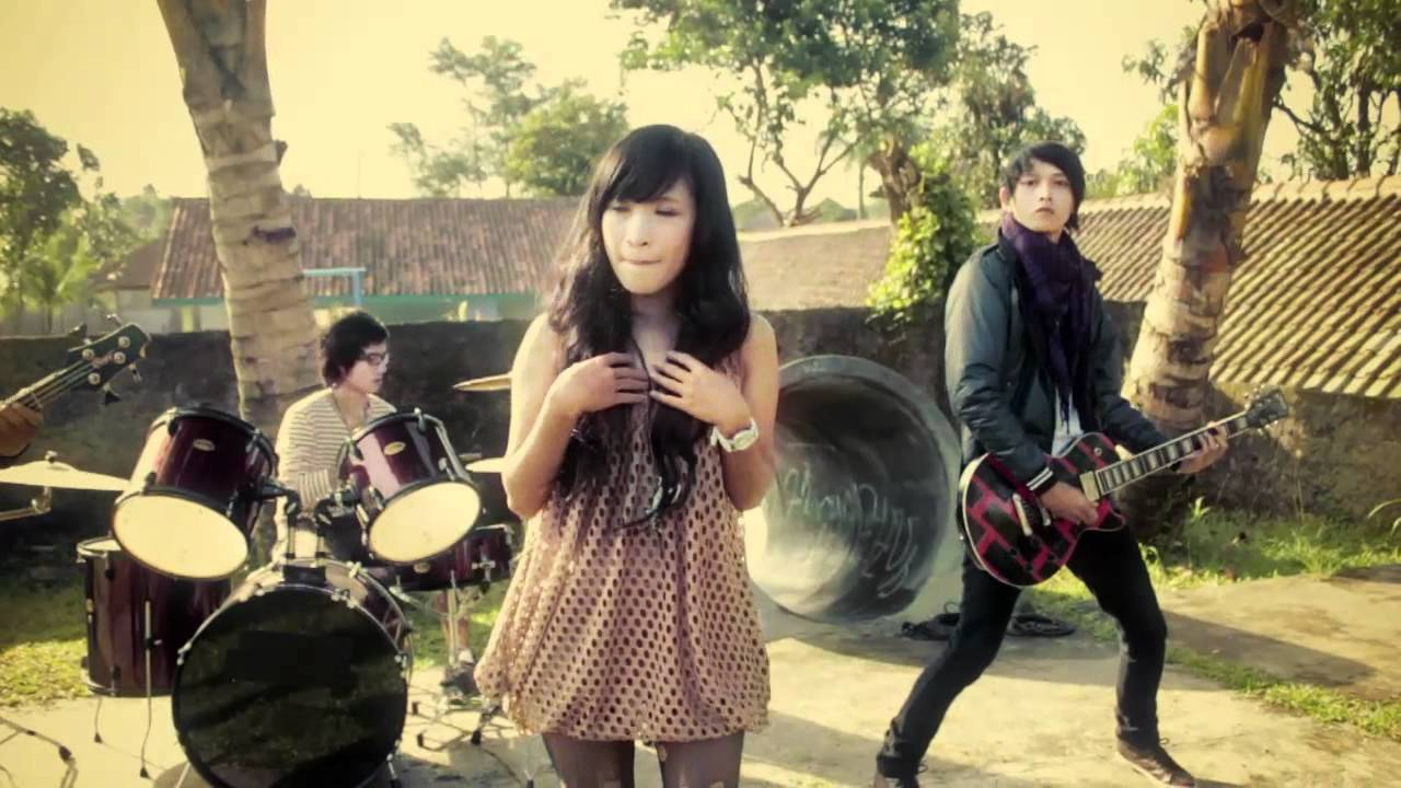 Chin Bees Inogire Official Music Mp4: Sahabat.mp4