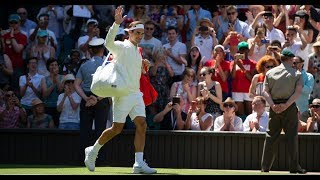 Roger Federer gives headband to fan at Wimbledon!