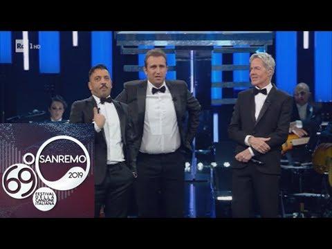 Sanremo 2019 - Pio e Amedeo 'irrompono' sul palco dell'Ariston ed è subito show