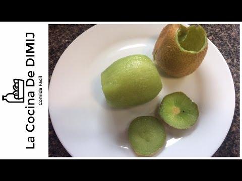 Como pelar un kiwi (una manera fácil de pelar un kiwi)