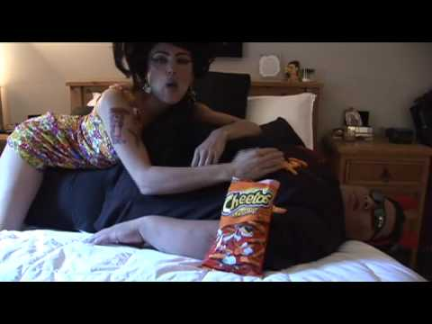 Alanna Ubach: Amy Winehouse   Cheetos