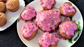 Кексы сердечки ко дню влюбленных с сахарной глазурью.