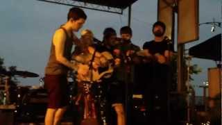 someone i used to know performed by walk off the earth at lollapalooza 2012