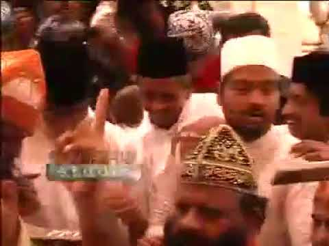 Bollywood Super Star Amitabh Bachhan Visits Ajmer Shariff Dargah, Gets Blessings