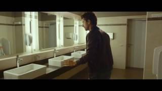 Mister Felicità  Scena lavabo bagni pubblici