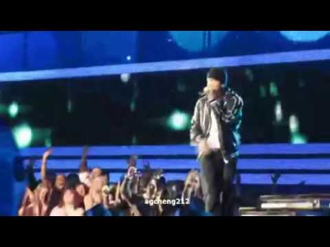 Eminem 2010 Grammy solo with lil wayne- Drop The World LIVE