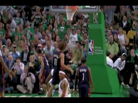 Leon Powe Vicious Dunk on Delonte West (10.28.08)