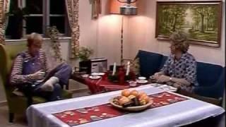 The Julekalender -  Oluf Og Gertrud Hører Radio