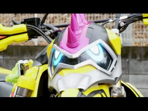 Kamen Rider Ex-Aid Theme but everytime they say something in english it speeds up