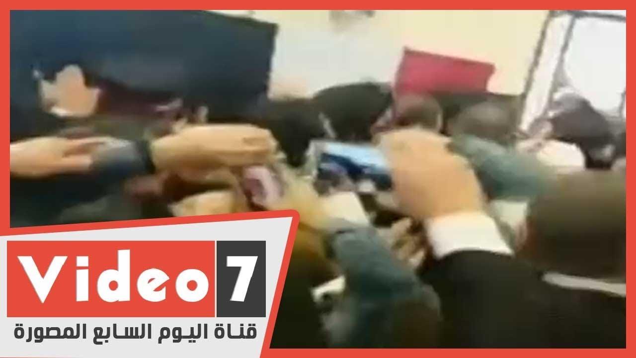 لحظة خروج جثمان الرئيس الأسبق محمد حسنى مبارك بعد صلاة الجنازة