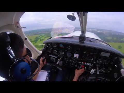 Missed approach in a PA-28 at Elstree aerodrome (GO AROUND)