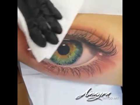 ojos verdes tatuaje