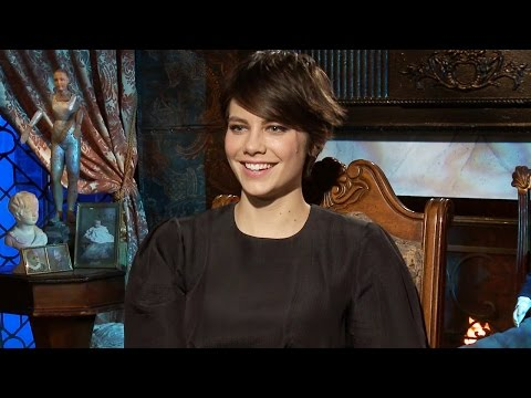 Lauren Cohan Talks