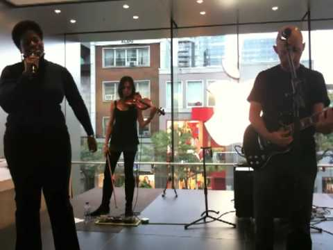 """Moby """"Natural Blues"""" @ Apple Store Sainte-Catherine (Montreal)"""