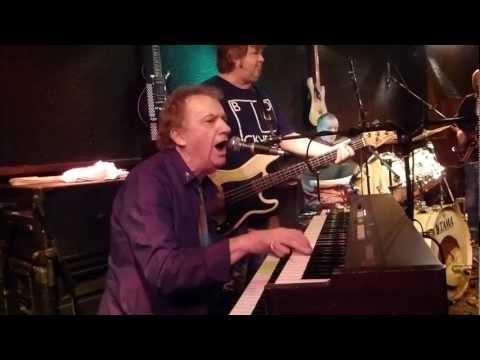 12 ANIMALS & Friends ft ZOOT MONEY - 'The Uncle Willie' 10 dec 2012 Bluescafe Apeldoorn NL