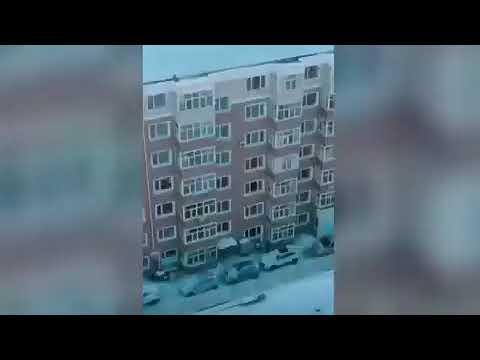 呼兰小区封三层如监狱 每栋楼都有专属围墙 网友感叹:死生已经不由自己(图/视频)