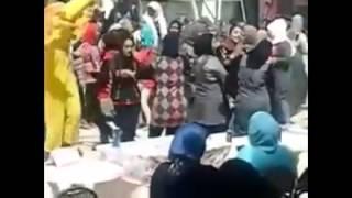 رقص وفجر  في احدي المدارس الثانويه للبنات في مصر