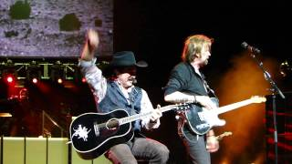Brooks And Dunn (Live) Red Dirt Road.