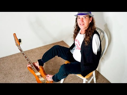 Man With No Arms Plays Guitar Perfectly With His Feet