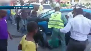 Суд Линча: В Африке работники рынка жестоко избили мелкого воришку
