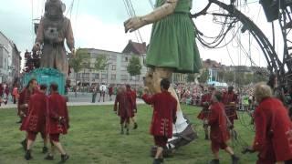 België (8/2010) - Antwerpen, Royal de Luxe - de duiker en de kleine reuzin