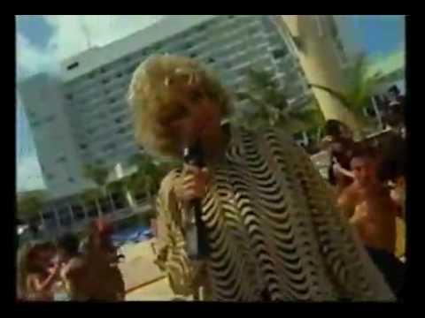 Celia Cruz - La Vida Es Un Carnaval (English Subtitles)