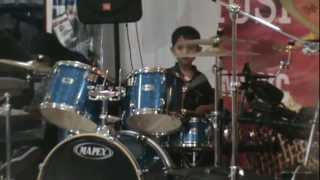 7 years old drumming MUSE- Hysteria