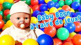 Vidéo en français pour enfants. Bébé Born Annabelle à l'aire de jeux. Jeux pour les filles