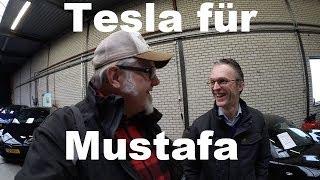 Mustafa findet einen Tesla beim Teslaoccasioncenter in Holland.
