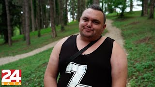 Omčo: 'U 'Parove' sam ušao jer su mi obećali bureke' | 24 pitanja