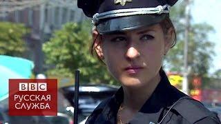 Женщина на службе в украинской полиции - BBC Russian