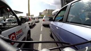 Gambar cover Cómo ser ciclista urbano y no morir en el intento