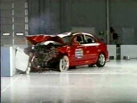 Crash Test 2004   2009 Mazda 3 / Axela (Frontal Offset) IIHS
