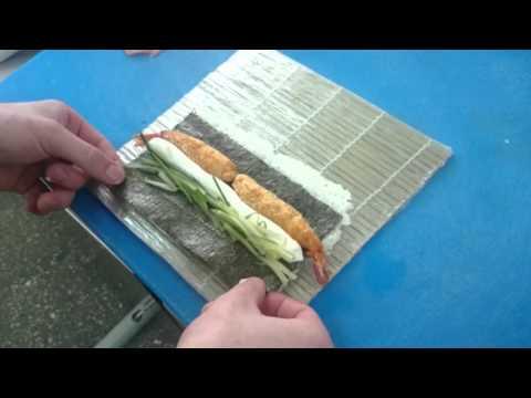 Приготовление ролла с креветкой.