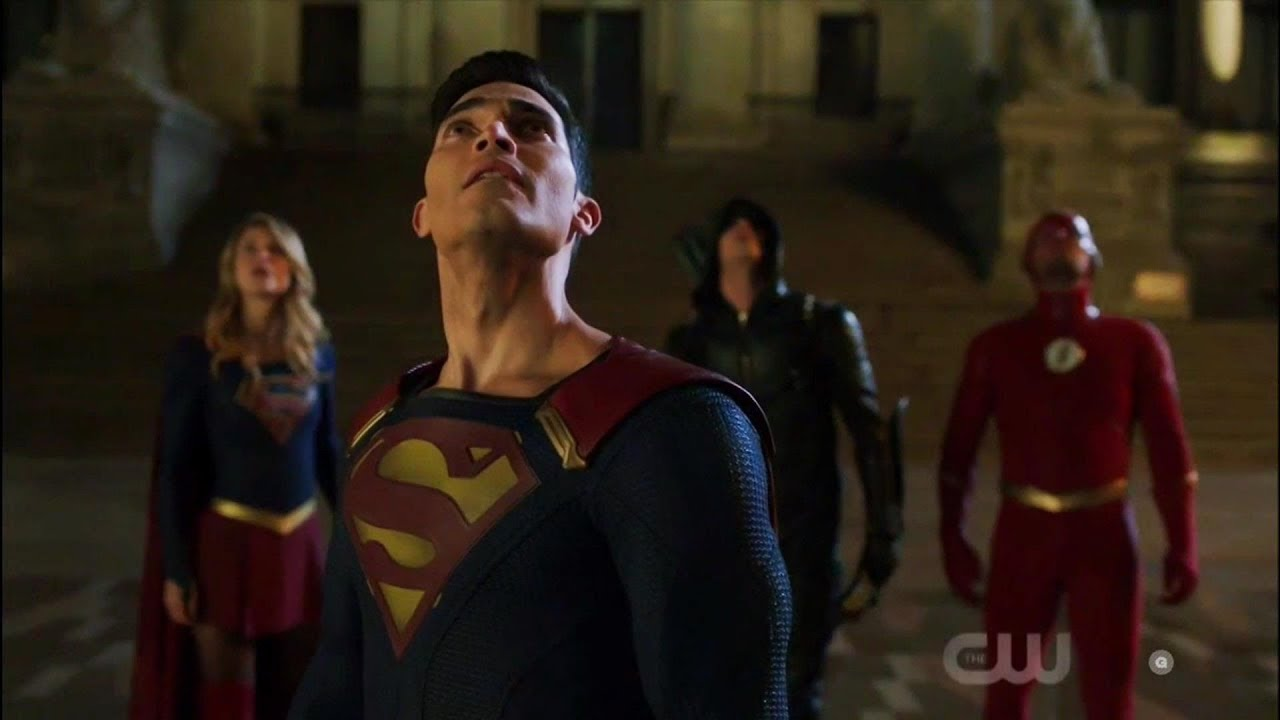 Elseworlds Part 1 The Flash, Arrow, Supergirl and Superman fight Amazo Scene