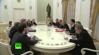 Владимир Путин высказал догадку о содержимом чемодана Джона Керри