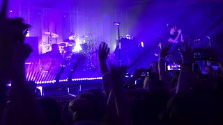 5SOS 3 tour- Calum talking to Nashville before Amnesia